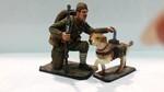Боец с собакой истрибителем танков 1941-43 гг