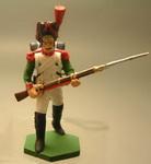 Гренадер в меховой шапке, идущий в атаку