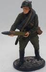 Артиллерист со снарядом к 76-мм дивизионной пушке, 1941-43 гг. СССР