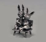 Кролики на скамье